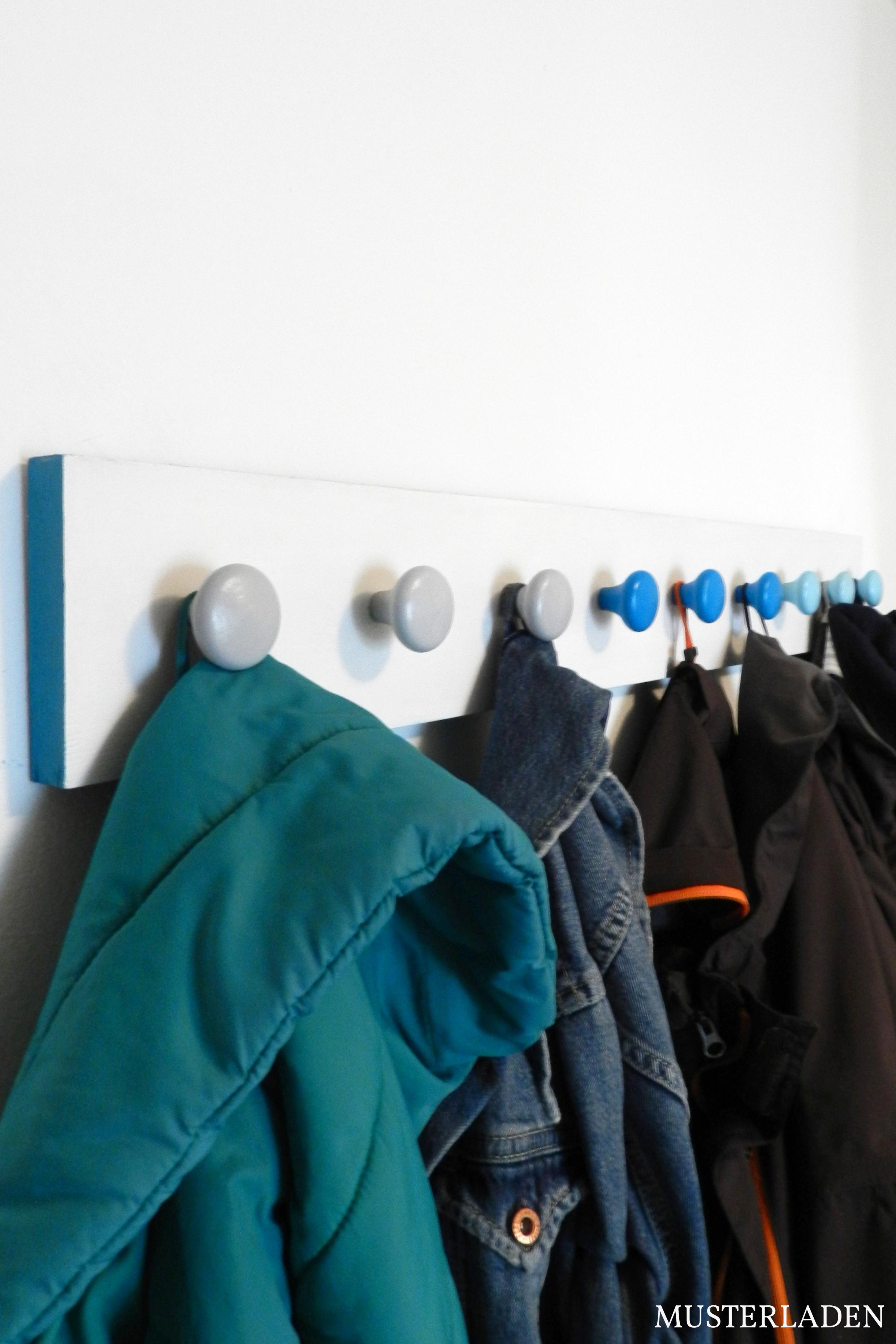 Wandgarderobe mit Möbelknöpfen Anleitung - Musterladen